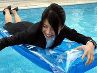内定式後にプール遊び(DW22-3)