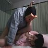 【키모 남자 오타쿠 복수 동영상] 사에구사 모모카 [2] 6 명이 병실에서 소리를 참는 착의 G 컵 SEX & 파이즈 리